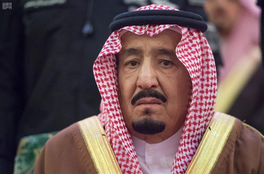 خادم الحرمين الشريفين وولي العهد يتقدمان المصلين على الأمير تركي بن عبدالعزيز