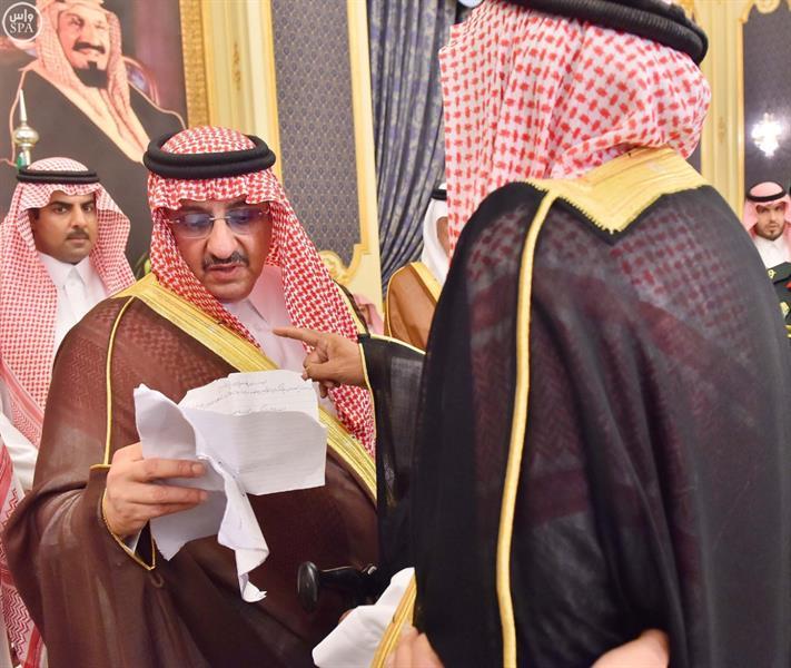 نائب الملك يستقبل الأمراء والمسؤولين والمواطنين في قصر السلام بجدة