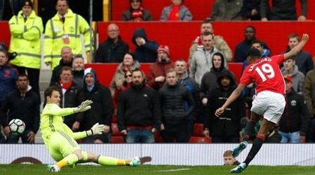 مانشستر يونايتد يسقط تشيلسي ويشعل سباق المنافسة على لقب الدوري الإنجليزي
