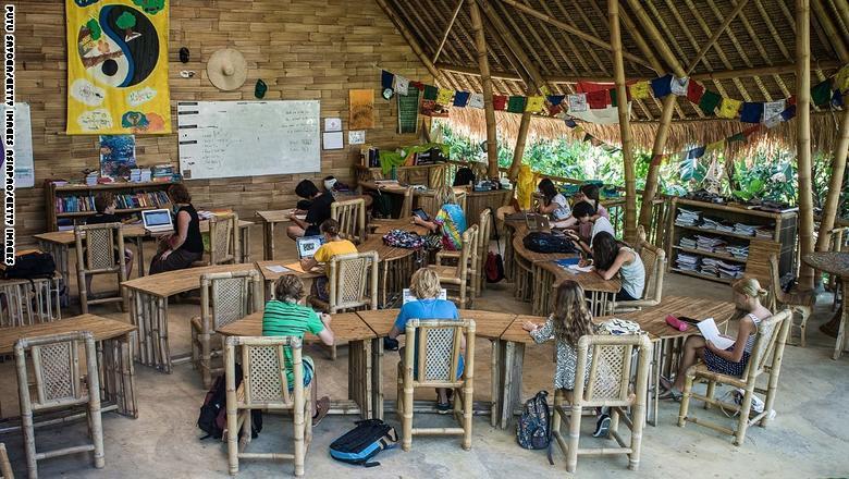 مدرسة في احضان الطبيعة باندونيسيا