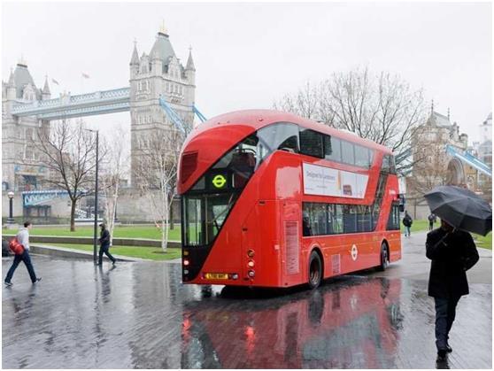 تمتلك لندن واحدة من أكبر شبكات الحافلات في العالم، مع 19,500 محطة للحافلات وحوالي 8,500 حافلة.