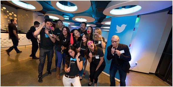 """تشتهر شركة تويتر بتقديمها ثلاث وجبات لموظفيها يوميا، بالإضافة إلى """"improv classes"""" والتي يقوم خلالها الموظفون بتقديم عروض مسرح"""
