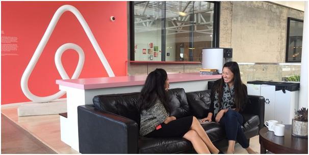 """تمنح شركة """"Airbnb"""" راتبا سنويا لموظفيها يبلغ 2000 دولار سنويا من أجل السفر، بالإضافة إلى الإقامة في أي شقة موجودة على قائمة ال"""