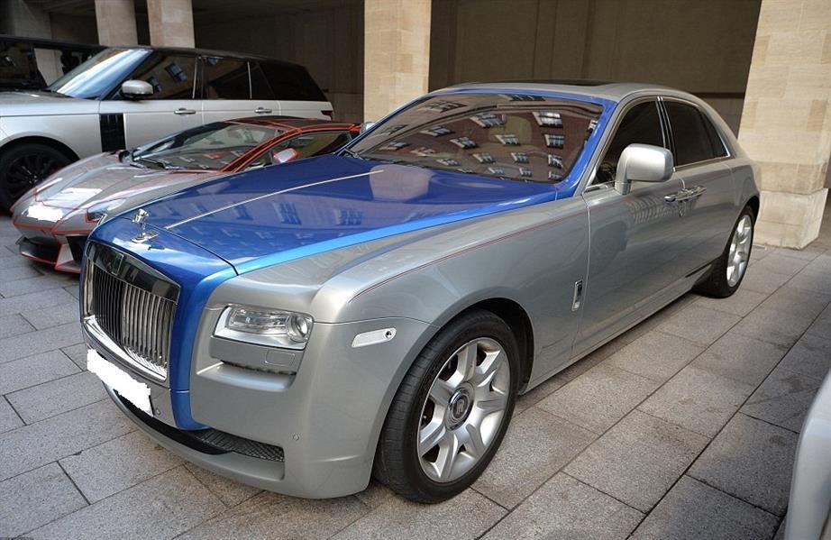 شاهد.. في ظاهرة تتكرر كل صيف.. سيارات فاخرة لأثرياء الخليج تلفت الأنظار في لندن