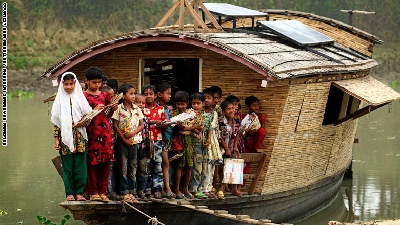 مدرسة عائمة في بنغلاديش