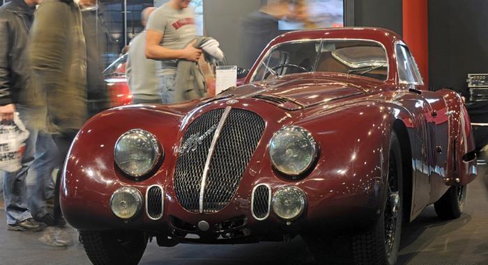 """سيارة """"ألفا روميو 8 سي"""""""
